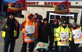 PSAC members at Blue Water Bridge on strike